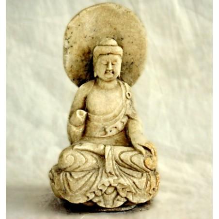 Sitzender chinesischer Buddha aus weißem Stein
