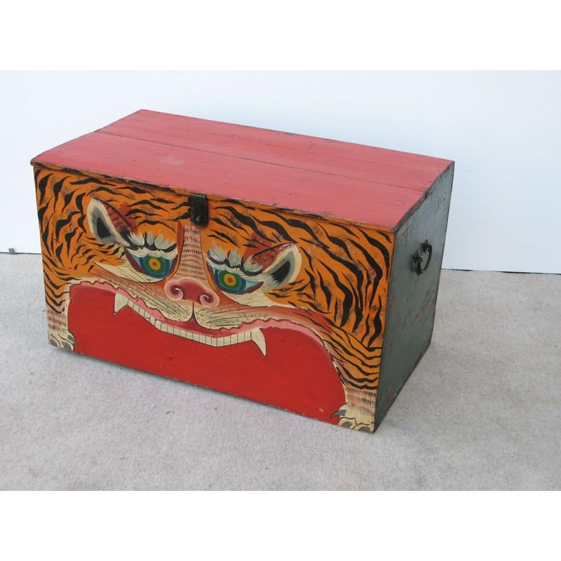 Mongolische Truhe mit bemaltem Tiger 76cm
