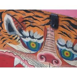 Coffre mongol. Décor de tigre 76 cm