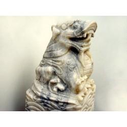Geschnitzte chinesische Steinsäule