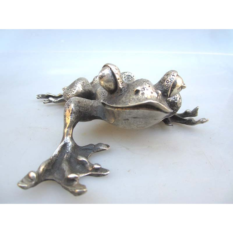 Chine. Grenouille en bronze argenté