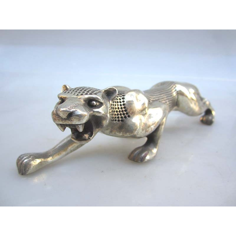 China. Silberne Bronze Panther