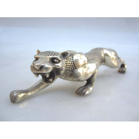 Chine. Panthère en bronze argenté