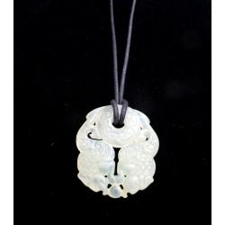 pendentif-en-pierre-naturelle-avec-deux-chimères