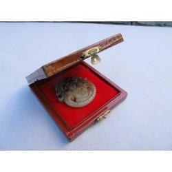 Pendentif en pierre naturelle au bouddha ailé