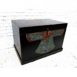 Chinese painted trunk 87 cm