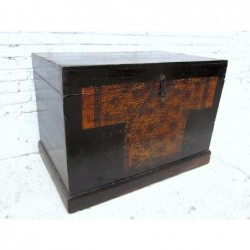 Chinese painted trunk  89 cm