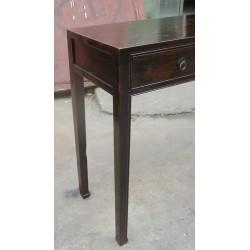 Flacher chinesischer Schreibtisch