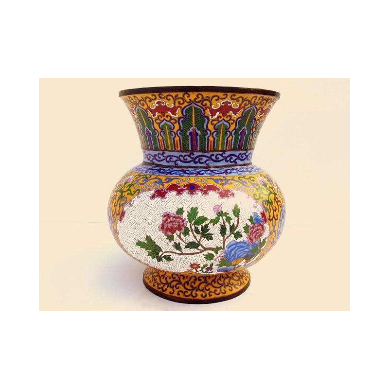 Vase de cérémonie en émaux cloisonnés