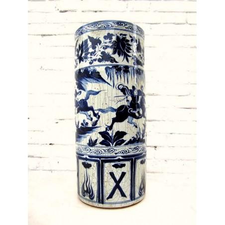 Chinese umbrella pot in blue-white