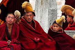 Moines au monastère de Labrang