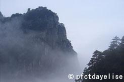 Mont Lushan dans le brouillard